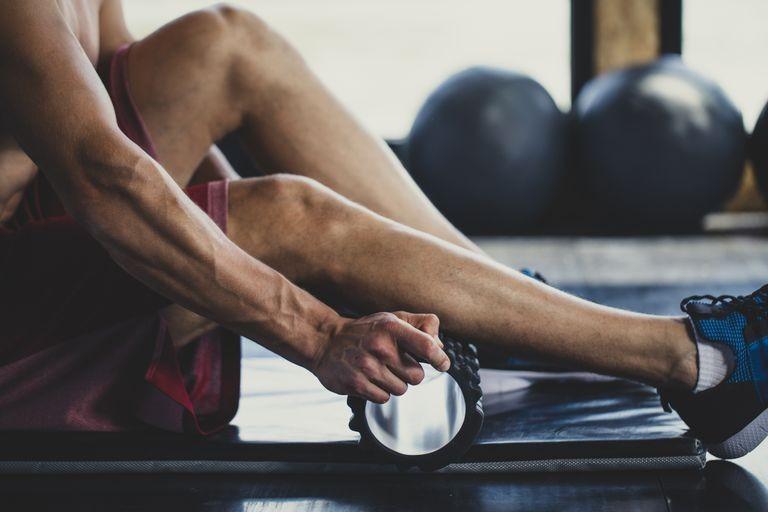 自宅で身体をほぐす最適ツール「筋膜リリースローラー」。その効果・やり方