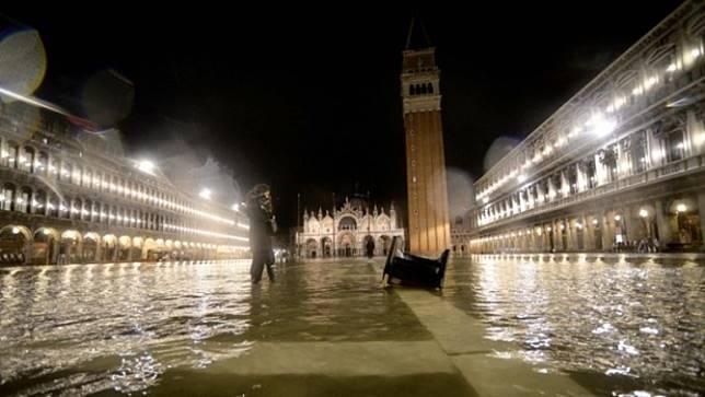 เมืองเวนิสของอิตาลียังประสบปัญหาน้ำท่วมหนัก