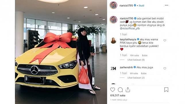 Aksi gembel Ria Ricis beli mobil Mercy. [Instagram]
