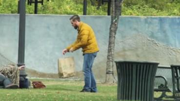 這名男子到了Olive Garden餐廳後開始計算自己的「臉有多肥」 他接下來的舉動竟拯救了無數無家可歸的人...