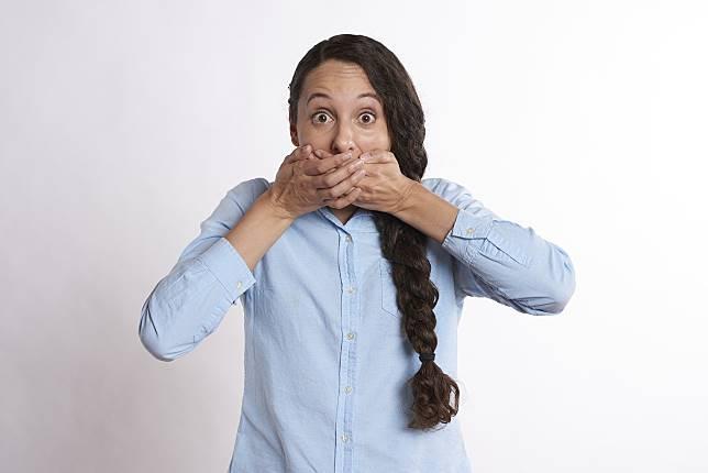 ▲為何戴口罩嘴巴會有異味?知情人曝「 1 解決方法」。(示意圖,圖中人物與文章內容無關/翻攝自 pixabay )