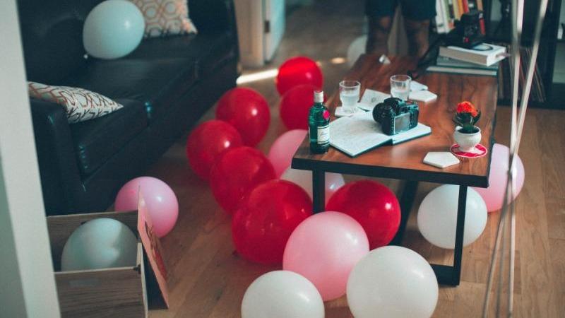 【跨年不用人擠人】派對遊戲嗨翻天,邀朋友在家跨年一樣好玩!