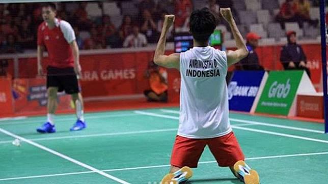 Dheva Anrimusthi selebrasi kemenangan merebut medali emas.