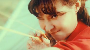 誰說童話故事一定有美麗結局 女孩與機器人〈密室逃脫〉MV 可愛又搞怪