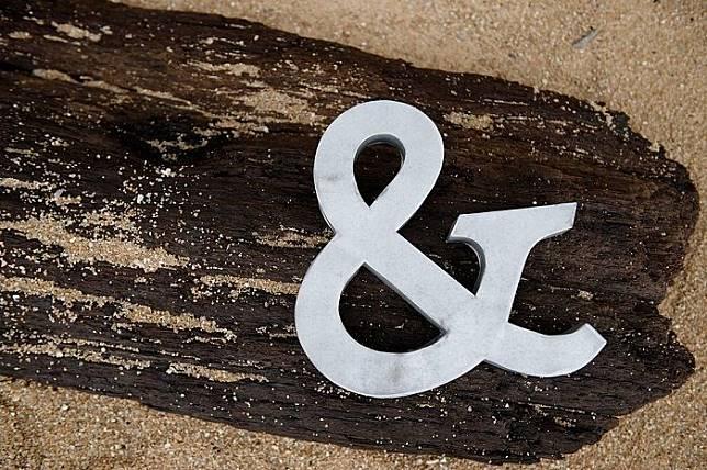 Simbol '&' bernama ampersand