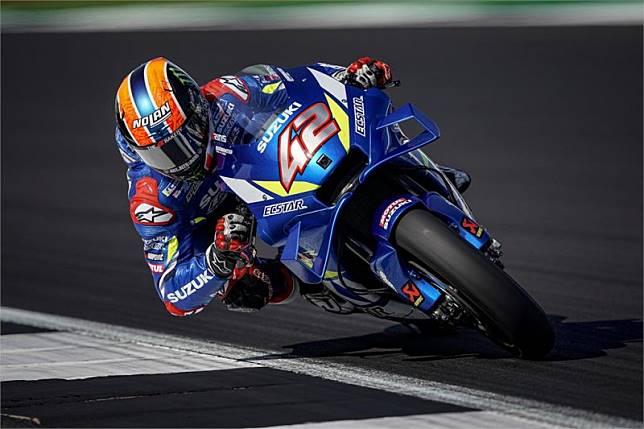 Salip Marquez di tikungan terakhir, Rins juara di Silverstone