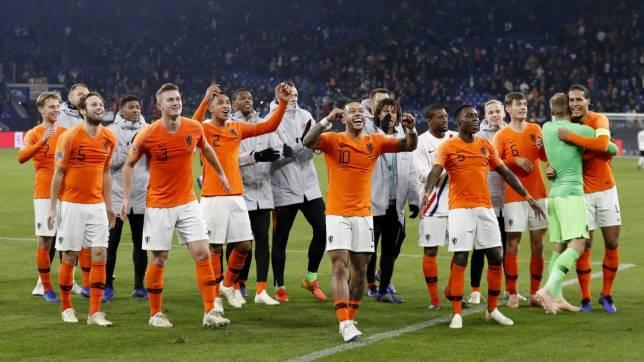 Bỏ tấn công, Hà Lan hồi sinh nhờ triết lý thực dụng?