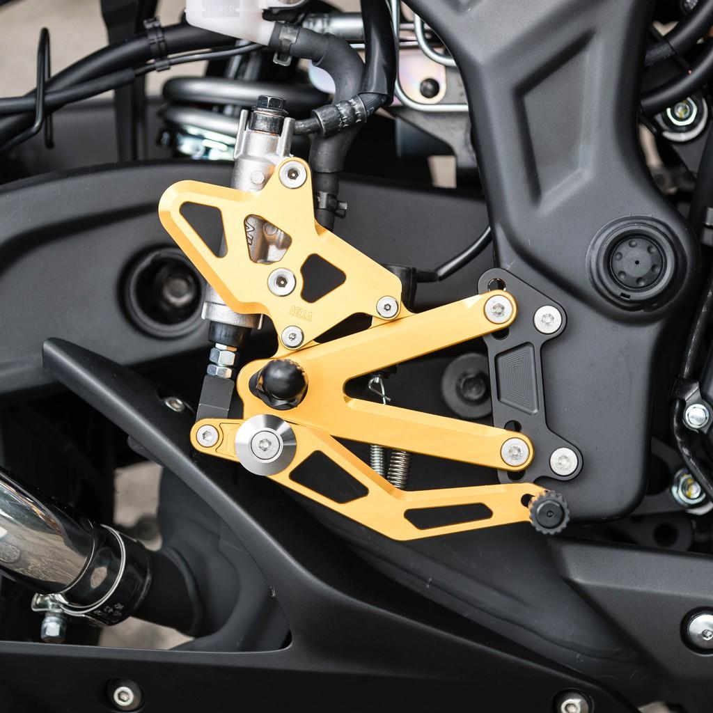 【商品詳情】 品 牌 AELLA 產品名稱 R3腳踏後移 全組 顏 色 金色/銀色/黑色 (想要黑色,下訂後備註喔*規格無法沒有照片) 對應車種 山葉車系:R3 規格/尺寸/功能 追求更接近賽車的騎乘