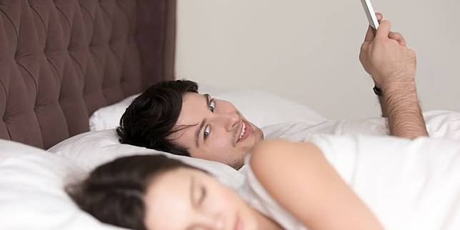 Mengapa Pria Cari Pasangan Selingkuh? Ini 7 Kemungkinannya