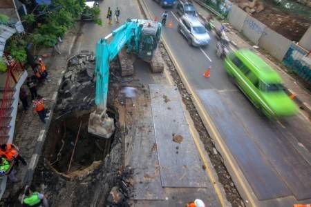 Traffic Diversion In Place For Motorists As Tangerang Road