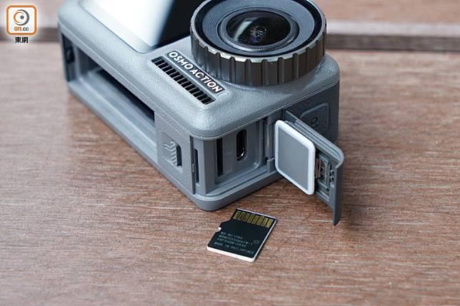 兼插256 GB容量microSD卡。(方偉堅攝)