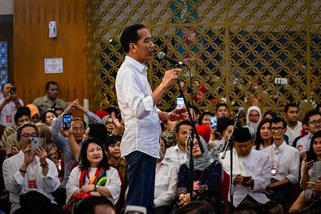 Inilah Jokowi Merakyat Sangat MerKalau Mau Punah Jangan Ajak Masyarakat