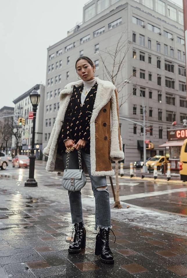 襯直腳牛仔褲:直腳牛仔褲在今年大行其道,女生不妨以高筒行山鞋配襯直腳牛仔褲,就可輕易襯托出率性時尚造型。(互聯網)