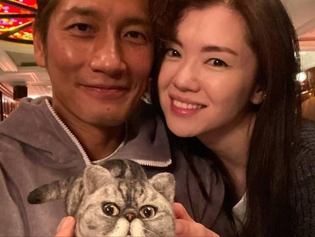 「一家三口」慶祝袁文傑51歲生日。