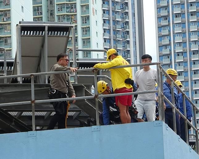 救生員終軟化自行返回安全位置。梁國峰攝