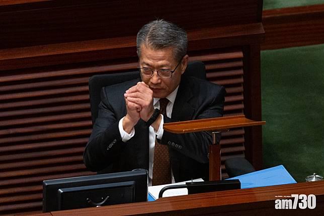 【預算案】向18歲或以上香港居民派一萬元