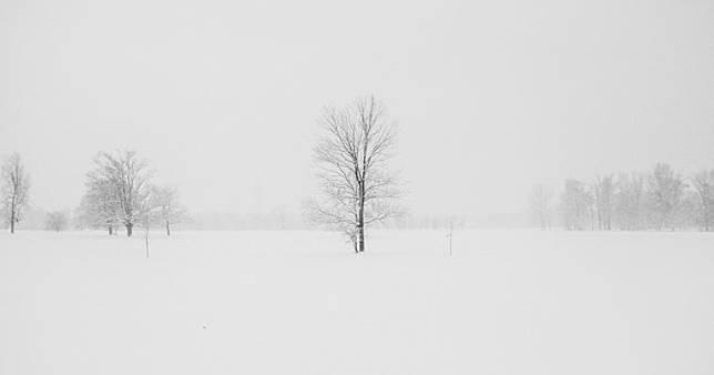 """เข้าใจโรคซึมเศร้าง่ายๆ เมื่อมีคนเปรียบให้เห็นภาพ """"การป่วยโรคซึมเศร้าก็หมือนมีหิมะตกที่บ้านทุกวัน.."""""""