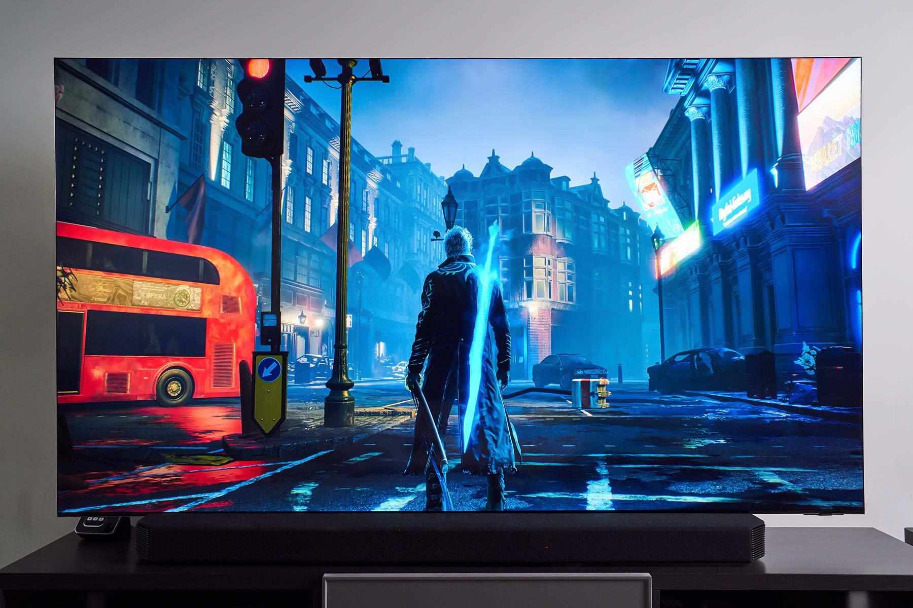 遊戲中精細的 3D 動畫多半具備顏色飽和度高、線條銳利的特色,經由 Neo QLED 8K 量子電視來呈現,可以看到畫面的對比度雖高,但仍舊保有豐富的明暗細節,進而讓遊戲場景中人、物的遠近定位感大幅提升,為玩家帶來絕佳的沉浸感與逼真度。
