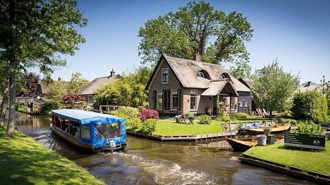 Giethoorn – Desa di Belanda yang Tak Memiliki Jalanan Beraspal dan Mobil