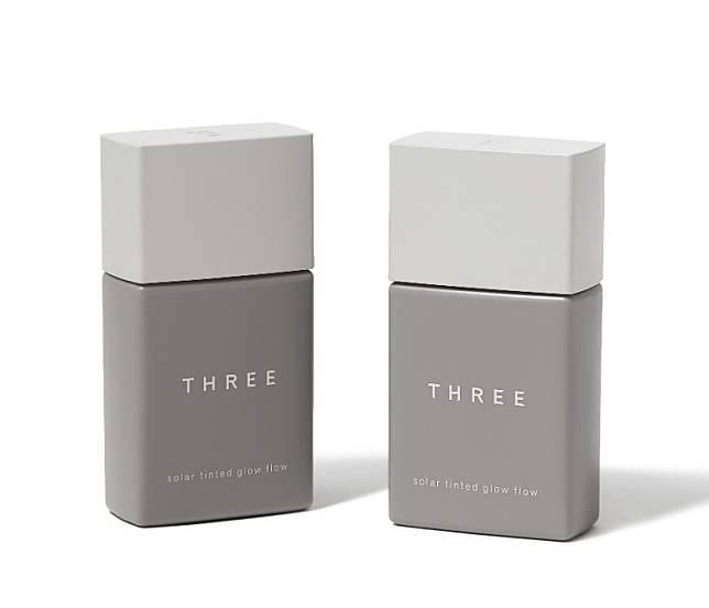 THREE艷陽全效UV粉底液,一支KO紫外線、毛孔和暗沉,可用作妝前乳。長效持妝效果能同時控油,並深入角質賦予潤澤持續補濕。(互聯網)
