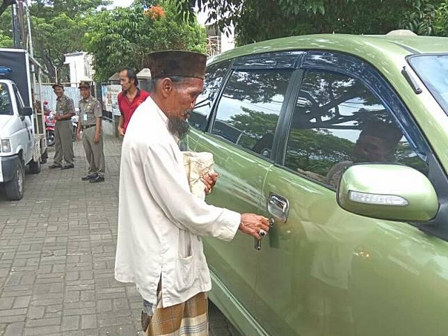 Kepala Satpol PP Bogor Jawab Viral Foto Pengemis Miliki Mobil