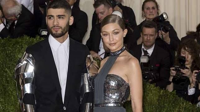 Zayn Malik dan Gigi Hadid di acara Manus x Machina Fashion, Age of Technology Costume Institute Gala di Metropolitan Museum of Art, New York City, pada 2 Mei 2016. [shutterstock]