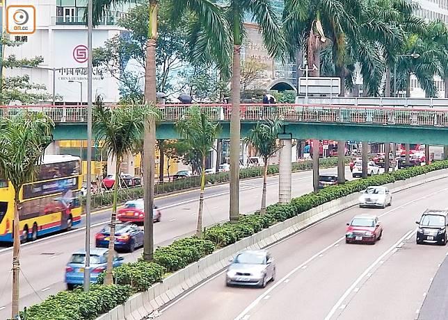 交通情況見破爛之象,尤其於高架路、走廊、大橋、隧道等容易有大事件發生。