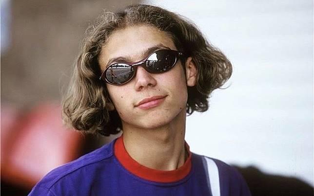 Semasa remaja, Valentino Rossi suka kebut-kebutan di jalan raya juga.