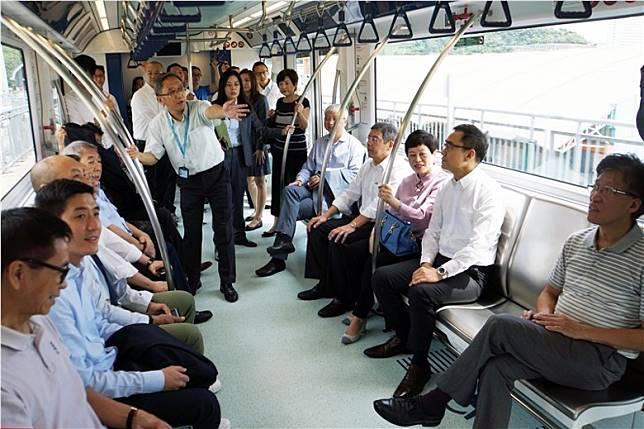 早前官員及議員參觀及試坐,可見車廂非常舒適。(互聯網)