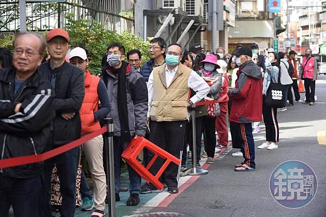 櫻花妹台灣排隊1.5小時買嘸口罩 結局超暖心登上日媒
