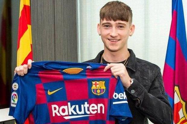 Salip PSG, Barcelona Rebut Striker Inggris Berusia 16 Tahun