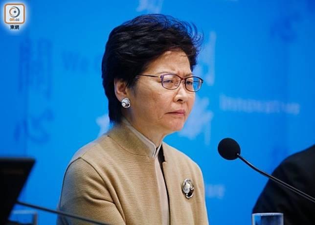 學者批評林鄭(圖)在武漢肺炎肆虐香港之際,繼續外訪工作的行為是「避政」。