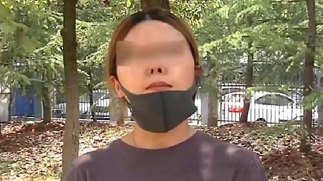 Seorang perempuan kehilangan kepercayaan diri setelah rhinoplasty  atau operasi pada bagian hidungnya membuatnya terlihat seperti karakter film Avatar. Sumber : AsiaWire/mirror.co.uk