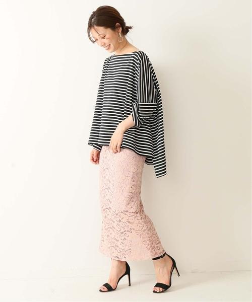 oversize前短後長黑白橫條紋上衣搭配淡粉色蕾絲長裙