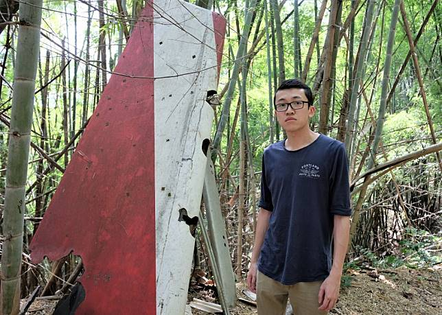 Pilgrimage to Thai plane crash site for aunt killed 28 years ago: 'I'm here for you. You're no longer alone.'