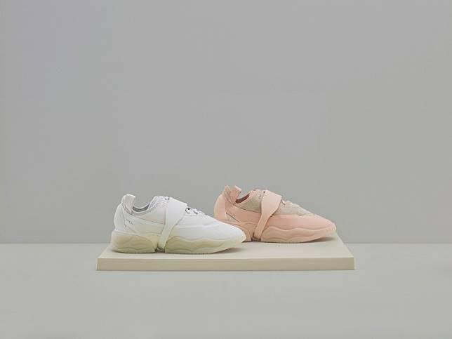 9月率先登場的OAMC x adidas Originals TYPE O-1,採用登山風格的鞋帶系統及Supercourt RX外底演繹,並推出了淡粉紅色及純白色。(互聯網)
