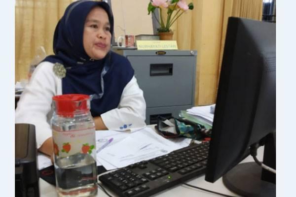 Pegawai Tata Usaha SMKN 9 Medan Nurhayati Nasution