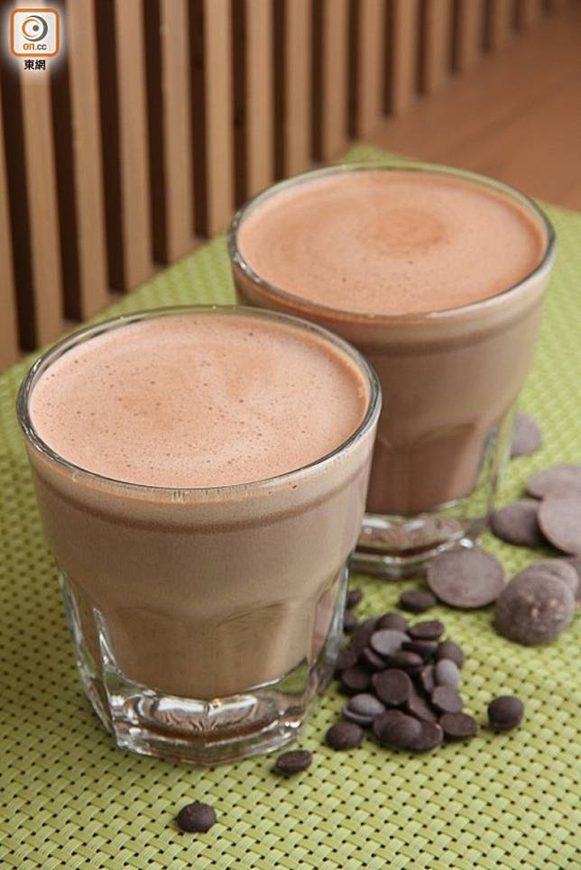 朱古力奶跟牛奶一樣含有豐富營養,卻加入了大量糖分調味,因此朱古力奶的含糖量及熱量較牛奶高。(資料圖片)