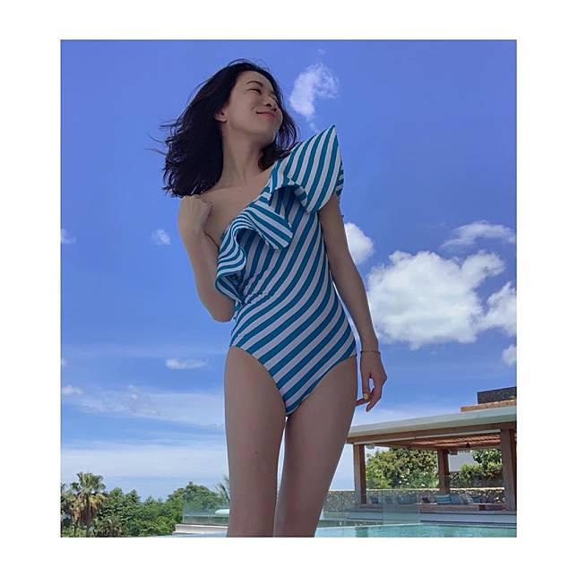 佘詩曼早前設計多款泳衣,一眾好姊妹都力撐。(ig圖片)