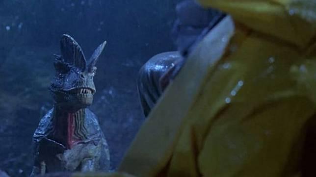 Dilophosaurus yang digambarkan pada film Jurassic Park. (YouTube/ Liam Jacobs)