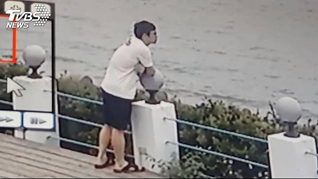 吳男犯案後曾到新北市三芝區的淺水灣看海。圖/TVBS