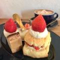 苺のスコーンサンド - 実際訪問したユーザーが直接撮影して投稿した大和町カフェリトル ビレッジ カフェの写真のメニュー情報