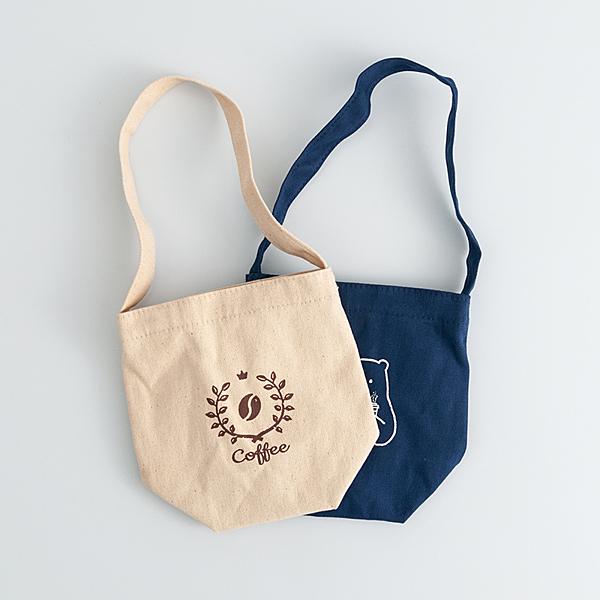 自然手感帆布提袋可當隨身手提袋n中長版加胖設計,可提可掛攜帶方便,容量更大。n帆布材質,簡約大方