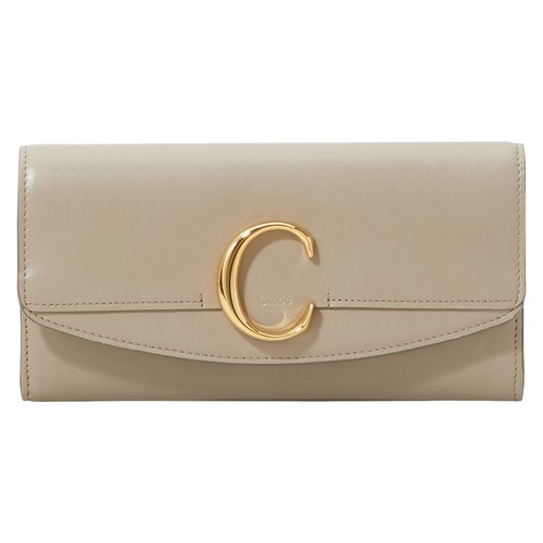 The Chloe long wallet is the reflection of Chloé's elegant, modern leather goods collection. It stan