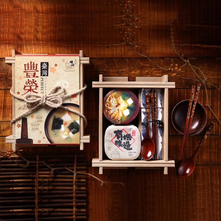 還有味榮七十年三代的釀造精神,堅持在地傳承、葫蘆墩人文--------------------------------------------漆木藝職人 蔡振豐 大師蘊含中國傳統漆藝工藝精神,結合在地