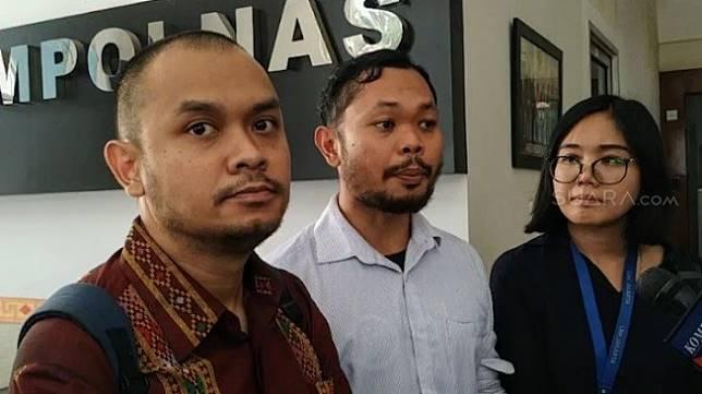 Sejumlah lembaga swadaya masyarakat, aktivis dan tim advokat enam mahasiswa Papua melaporkan Polda Metro Jaya dan Polda Jawa Timur ke Komisi Kepolisian Nasional, Rabu (18/7/2019). [Suara.com/Muhammad Yasir]