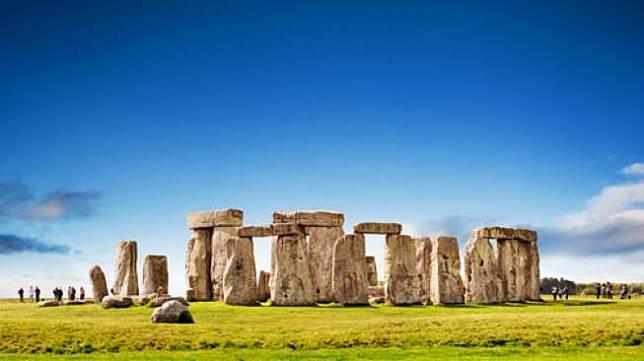 Sambut Solstis Bulan Juni, Ribuan Orang Penuhi Stonehenge