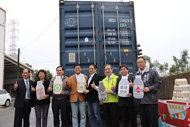 ▲台灣豆奶外銷日本封櫃啟運儀式。(圖/農糧署提供)