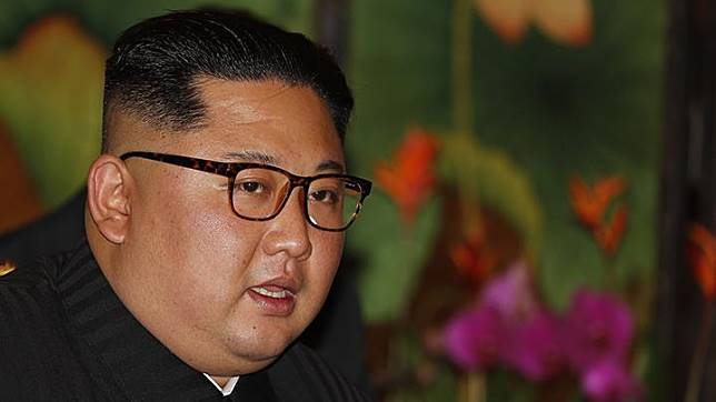 Pemimpin Korea Utara, Kim Jong Un, saat bertemu dengan PM Singapura Lee Hsien Loong di Istana, Singapura, Ahad, 10 Juni 2018. Pertemuan puncak Trump dengan Kim akan digelar pada 12 Juni 2018. AP/Wong Maye-E Pemimpin Korea Utara, Kim Jong Un, saat bertemu dengan PM Singapura Lee Hsien Loong di Istana, Singapura, Ahad, 10 Juni 2018. Pertemuan puncak Trump dengan Kim akan digelar pada 12 Juni 2018. AP/Wong Maye-E