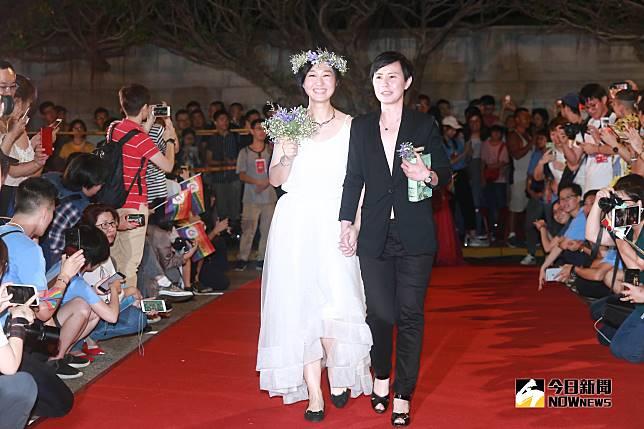 ▲伴侶盟舉辦「2019凱道同婚宴」,多對同志新人一起走上